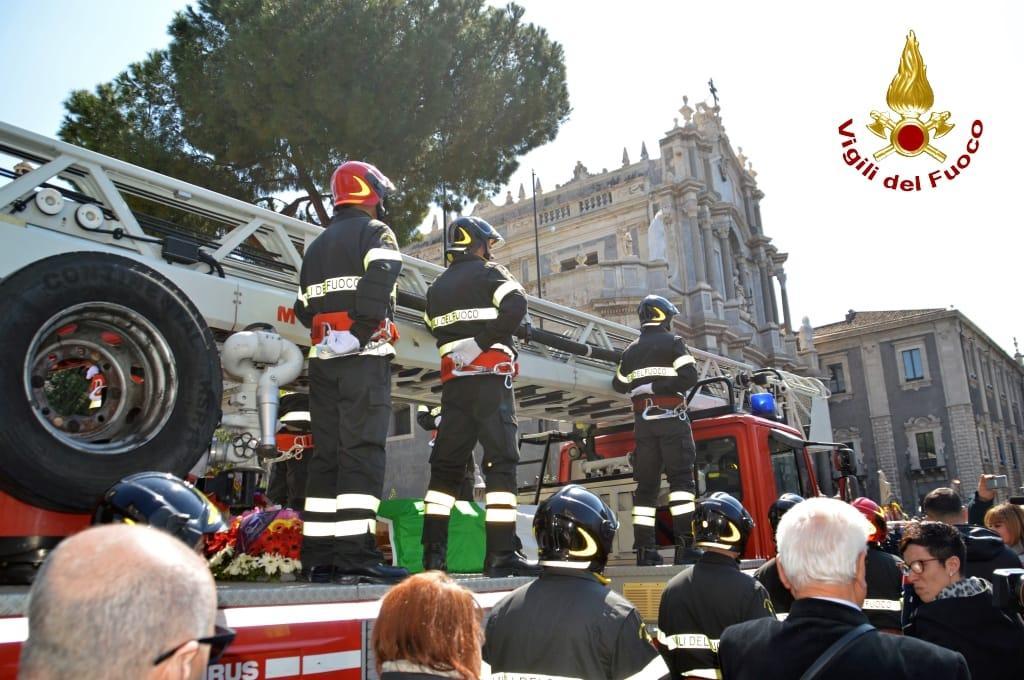 Esplosione Catania: la Sicilia piange per i due vigili del fuoco morti