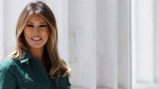 Migranti, media: Melania ha fatto pressione su Trump