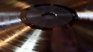 Musica retrò, la riscossa del vinile passa dai servizi streaming on demand