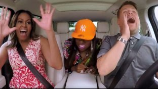 Michelle Obama scatenata nel karaoke in macchina con James Corden e Missy Elliott