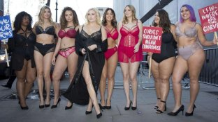 Hayley Hasselhoff, protesta in lingerie a difesa delle  curvy