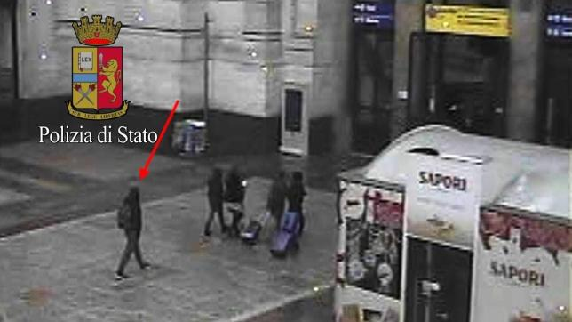Anis Amri, le foto dell attentatore di Berlino in Italia