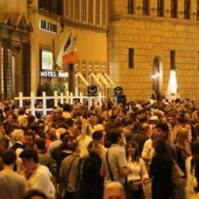 Milano, è Vogue Fashion Night Out 2017: collezioni, gadget e DJ-set