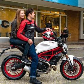 Ducati scalda la primavera con Monster 797