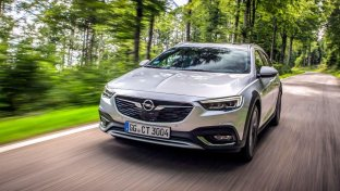 Opel Insignia guarda in alto con la Country Tourer