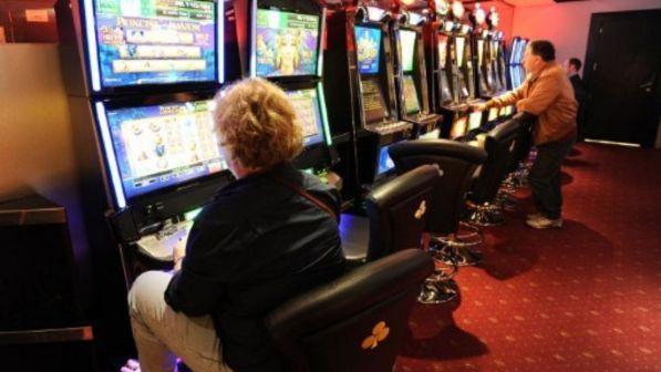 messina, estorce denaro alla famiglia per giocare alle slot machine: arrestato