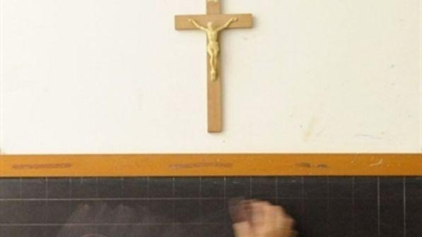 Scuola, ministro Bussetti: sì al Crocifisso e al presepe nelle aule