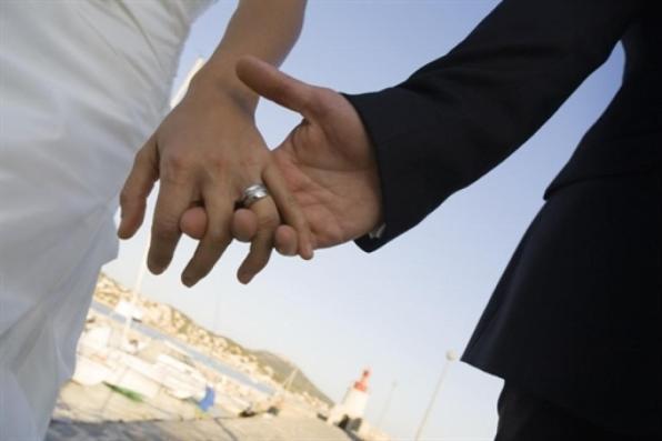 Torino, si tiene auto e 28mila euro regalati dal promesso sposo: denunciata e assolta