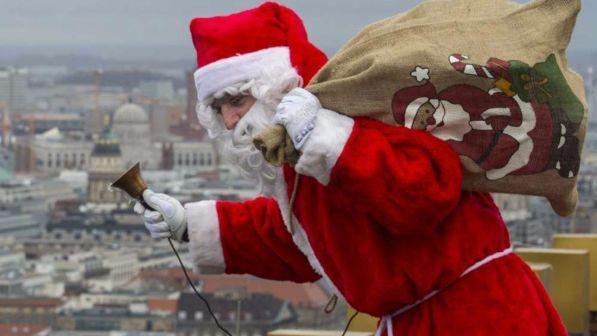 La Storia Babbo Natale.Una Bufala La Storia Del Bimbo Morto Tra Le Braccia Di Babbo