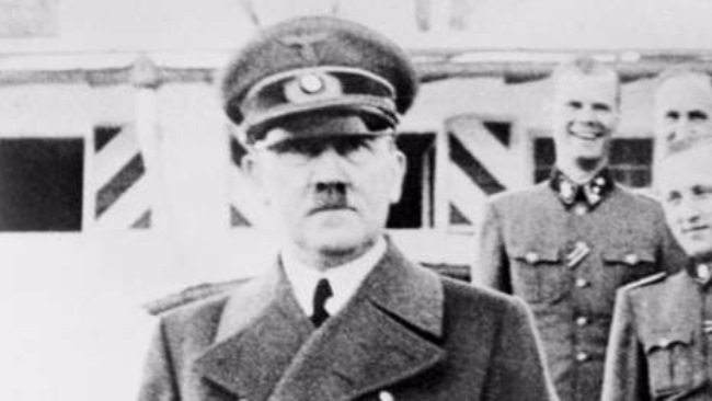 Il Mein Kampf sui banchi di scuola: in Germania scoppia la polemica