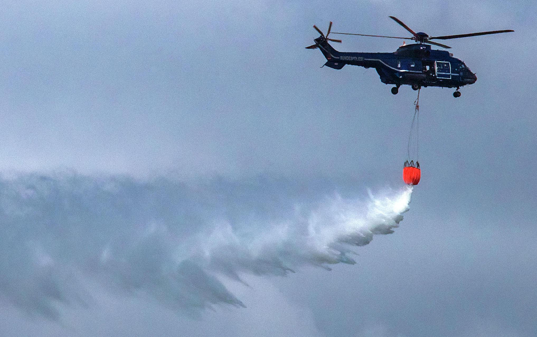 """Colombia, troppi delitti a Buenaventura: il vescovo farà un maxi """"esorcismo"""" con l'elicottero e acqua santa sulla città"""