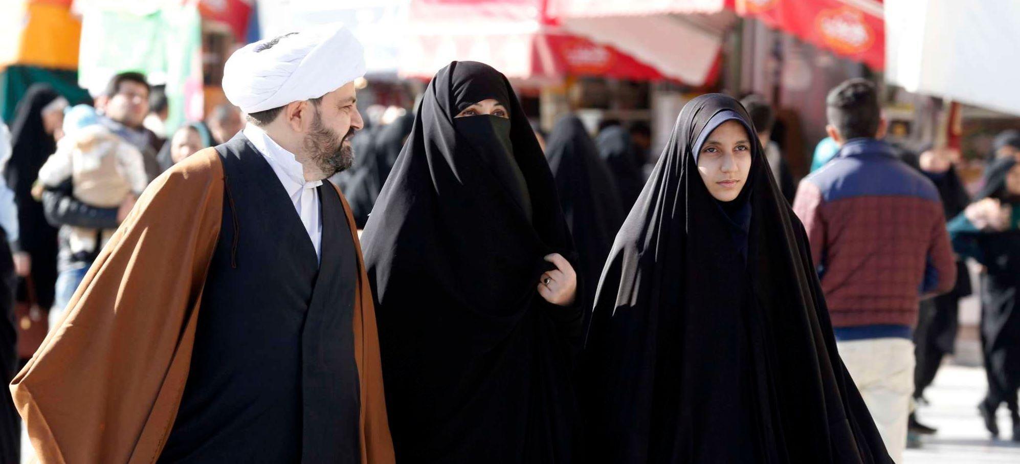 Teheran avvisa: dieci anni a chi diffonde video di donne senza il velo