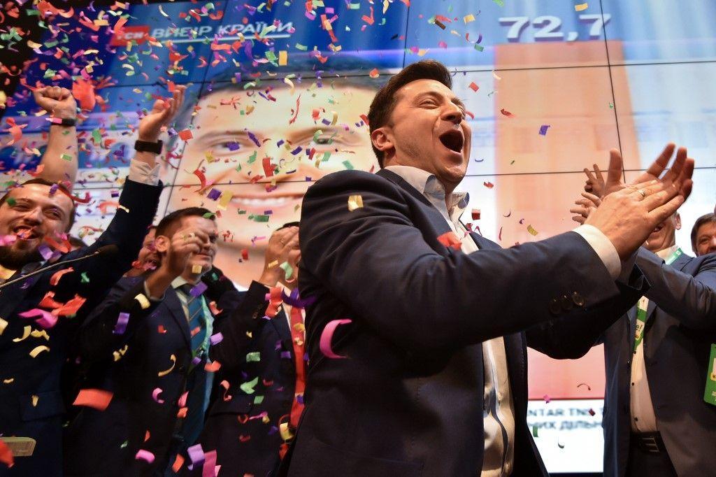 """Ucraina, il nuovo presidente è il comico Zelensky: """"Non vi deluderò"""""""
