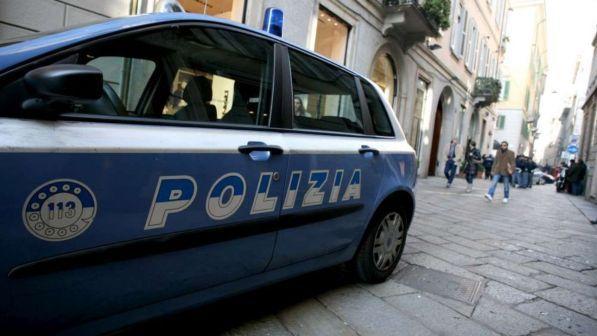 Torino, ferisce due poliziotti al grido di