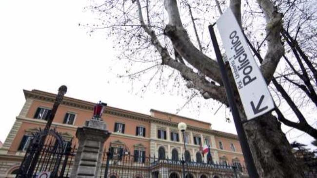 Roma, usava ambulanza per spacciare: arrestato dipendente ospedale