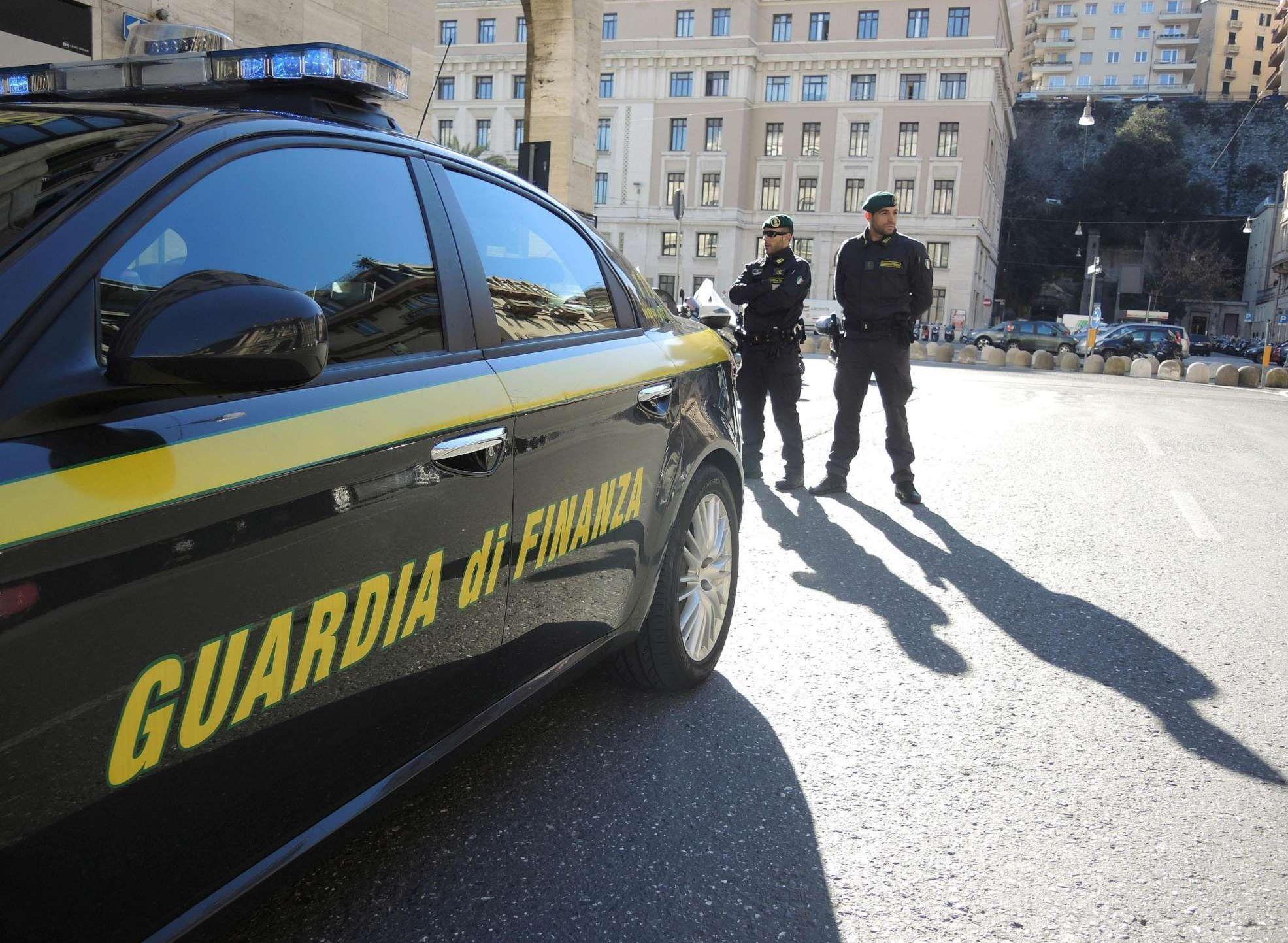 Taranto, falso cieco denunciato per truffa da 154mila euro