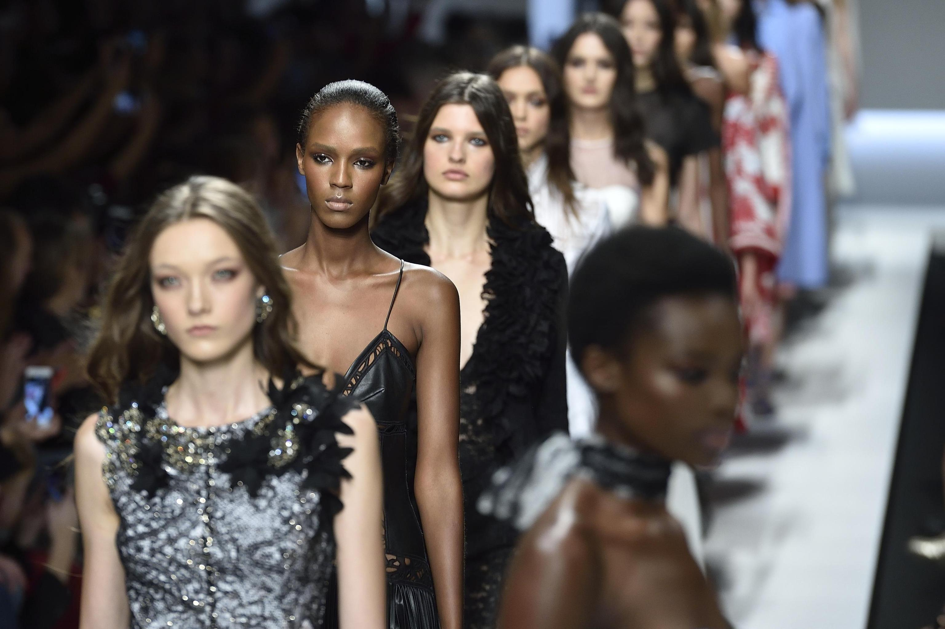Milano Moda Donna Calendario.Milano Moda Donna Ai Blocchi Di Partenza Sfila La P E 2019