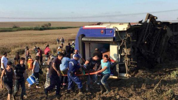 Treno deraglia nel nord della Turchia: almeno 10 morti e 73 feriti
