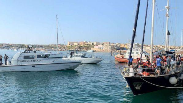 migranti, nuove misure in arrivo dal viminale marina, gdf nei porti e motovedette in libia