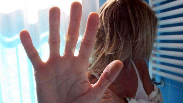 reggio emilia, ragazza aggredita e violentata: caccia all`uomo - tgcom24