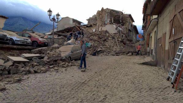 Risultati immagini per terremoto, renzi, soldi