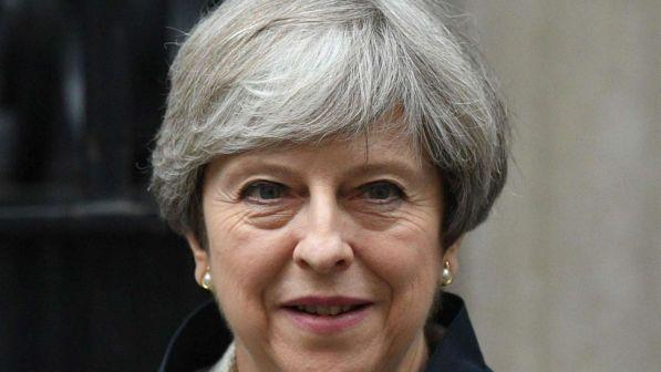 brexit, theresa may chiude già le frontiere: