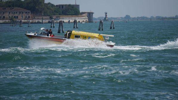 Venezia, nuovo incidente in laguna: barca si rovescia, un morto