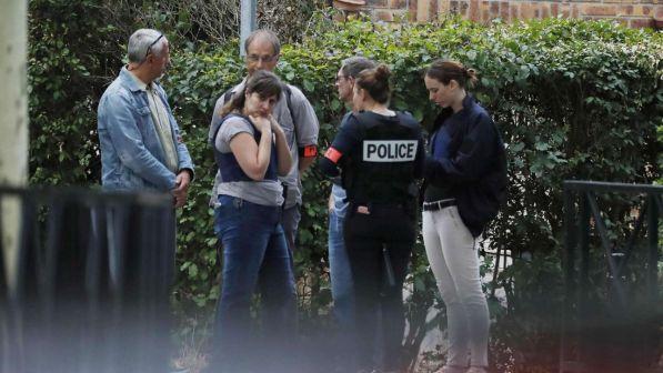 Francia, accoltella passanti in strada: un morto e 2 feriti
