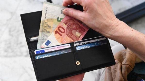 design di qualità 04e00 43a82 Milano, trovano portafogli pieno di denaro e lo ...
