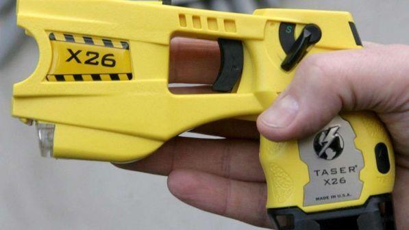 taser per le forze dell`ordine, parte sperimentazione in 11 città - tgcom24