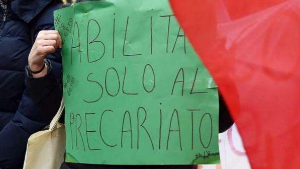 Scuola, primo sciopero del nuovo anno scolastico: sit-in davanti al Parlamento