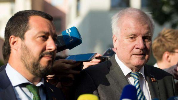Migrante espulso dalla Germania si suicida, è polemica su Seehofer