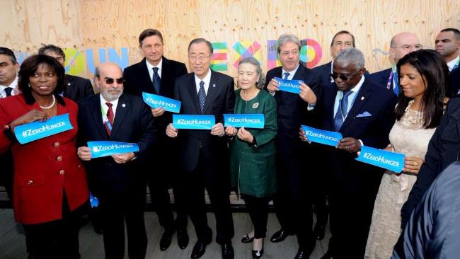 Expo, il ministro Maurizio Martina consegna a Ban Ki-moon la Carta di Milano