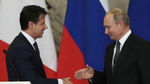Caos Libia, Conte a Putin: lavoriamo insieme a una soluzione