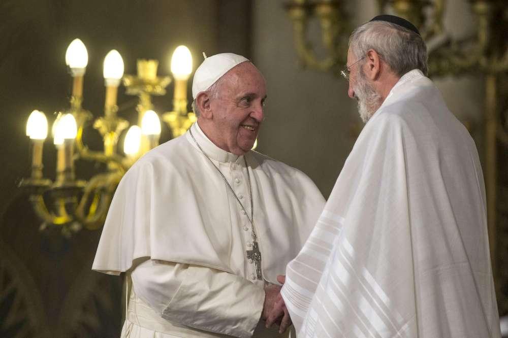 """Papa Francesco alla sinagoga di Roma""""Mai dimenticare l'Olocausto ..."""
