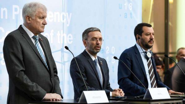 Migranti: intesa tra Italia, Germania e Austria contro gli sbarchi