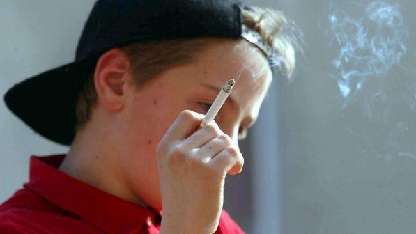 fuma un 13enne italiano su cinque, boom delle sigarette elettroniche.