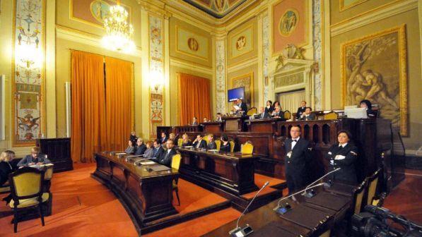 Dossier M5s: il Parlamento siciliano costa mille euro al minuto.