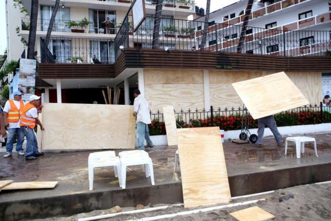 Uragano Patricia si abbatte sul MessicoDeclassato ma si temono inondazioni