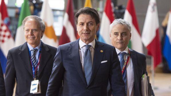 """Bruxelles, Conte blocca il vertice Ue: """"Veto senza intesa su migranti"""""""