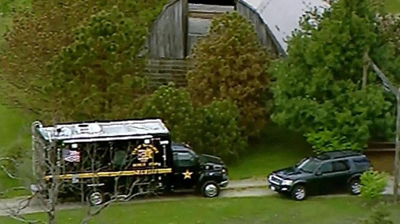 Strage in Ohio, killer ancora in fuga: la polizia mette sotto tutela i tre bimbi superstiti