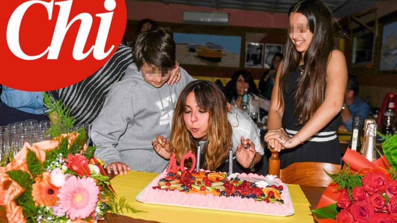 Festa Compleanno 40 Anni Uomo ambra, ecco la festa per i suoi 40 anni da single - tgcom24