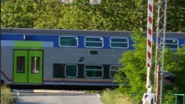 Val di Susa, un treno passa con le sbarre alzate al passaggio a livello 319d9e2f9a