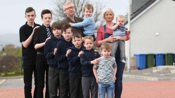 Gran Bretagna, fiocco rosa per una famiglia scozzese: dopo 10 figli maschi arriva la prima femmina