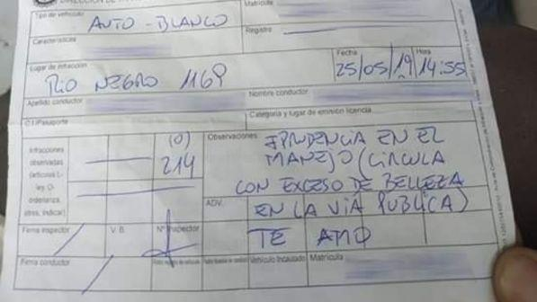 """Uruguay, vigile innamorato multa una donna per """"eccesso di bellezza"""""""