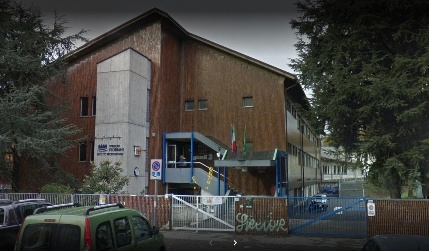 Vimercate, alunni feriscono a colpi di sedia la prof: indagano i carabinieri