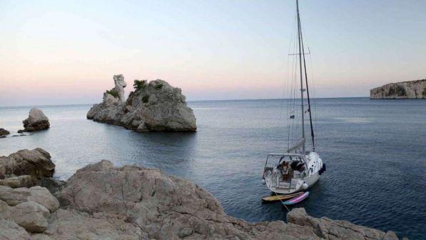 Sassari, imbarcazione affonda: due persone morte - Tgcom24