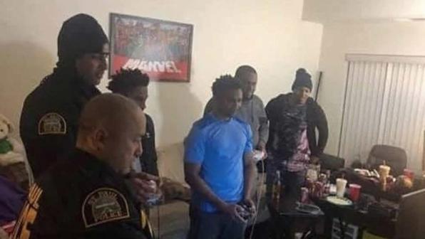 Schiamazzi notturni, la polizia interviene... e finisce a giocare a Super Smash Bros. Ultimate