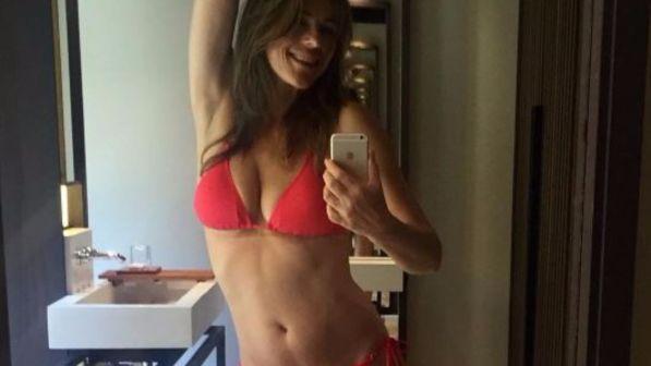 Sognare Costume Da Bagno Rosso : Bikini il costume post atomico il manifesto
