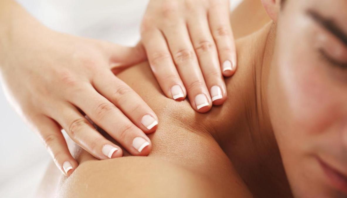 olio massaggio si trasforma in sesso